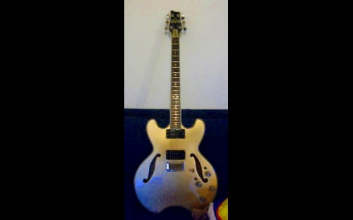 Daion Headhunter electric guitar goldtop